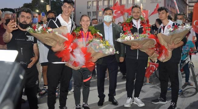 Dünya Şampiyonu Ayşe Begüm Onbaşı'ya muhteşem karşılama
