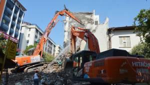 Angi Hafriyat'tan merkezde kontrollü yıkım