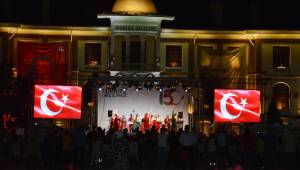 Manisa'da Cumhuriyet Meydanı'nda anma programı