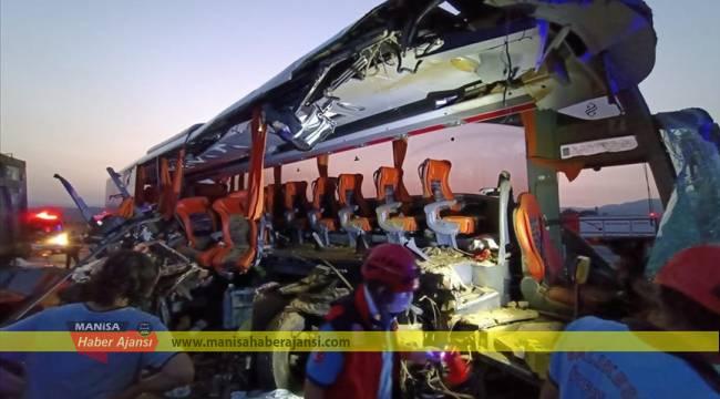 Manisa'da otobüs tıra çarptı: 6 ölü, 42 yaralı
