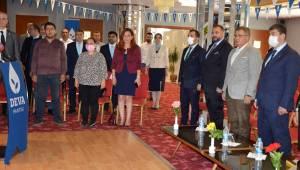 Deva Partisi Şehzadeler'de Tolga Pulat başkan seçildi